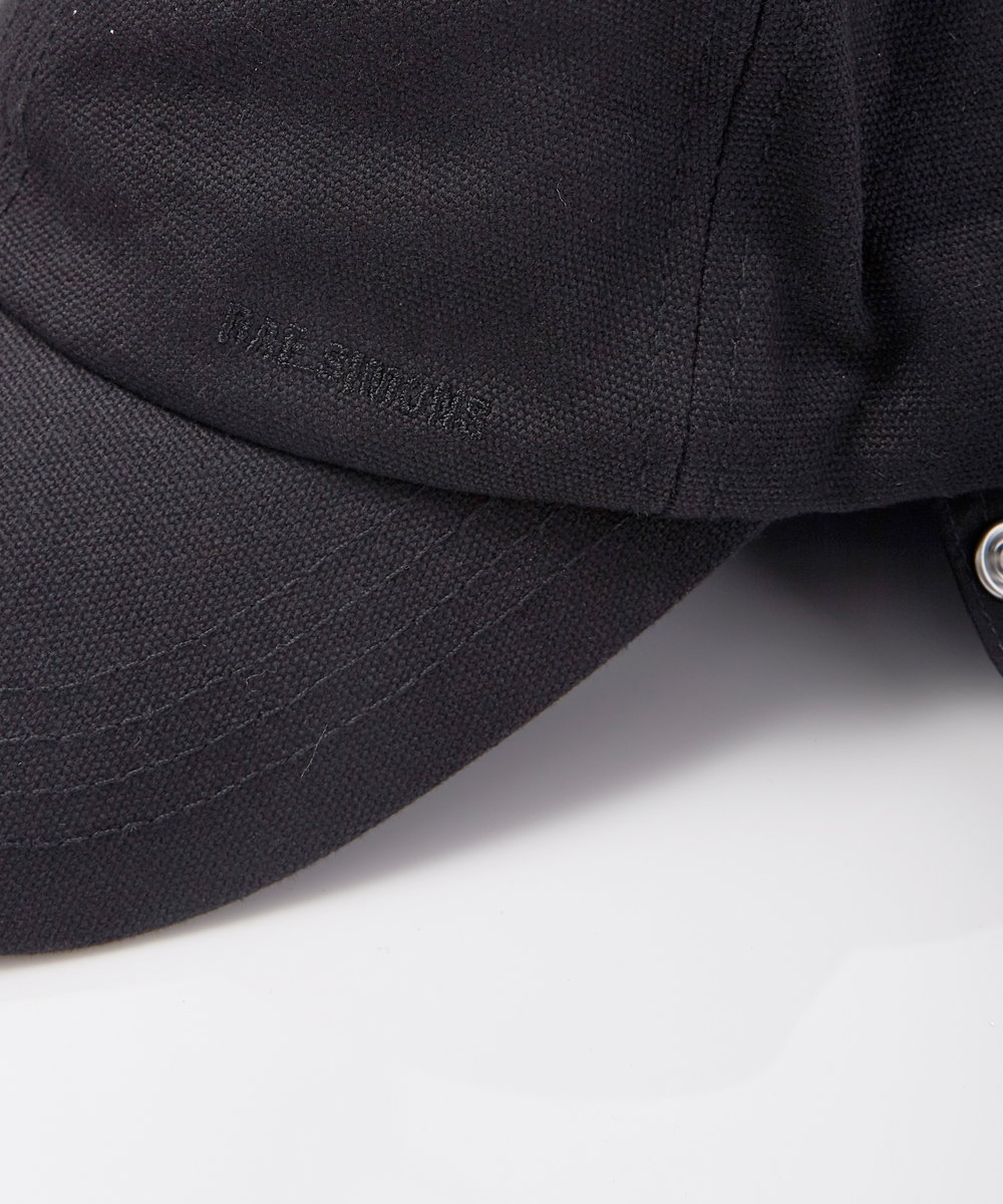 BASEBALL CAP WITH ATTACHMENT
